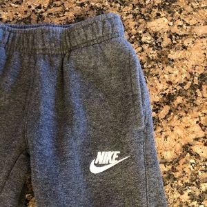 Boys Nike sweats 4T